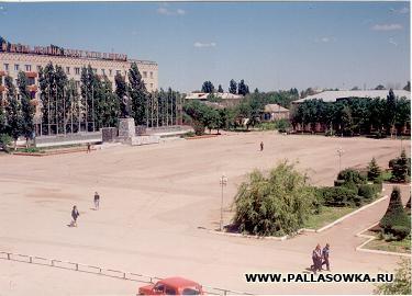 городская площадь Палласовки